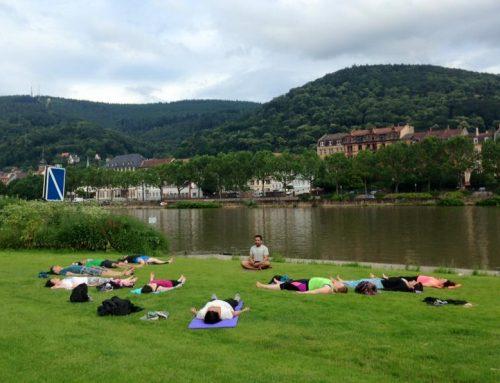 Draussen relaxen und entspannen? Jetzt mit Yoga in Heidelberg!